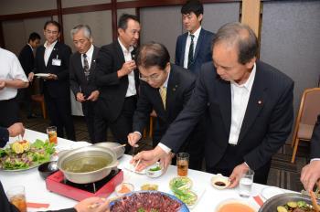 イノシシ肉料理の試食会(1)